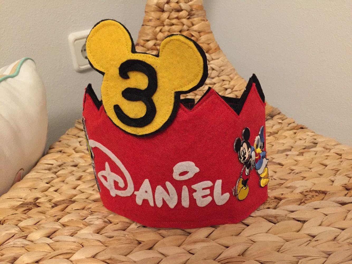 Corona cumpleaños Mickey Mouse fieltro | Manualitats... | Pinterest ...