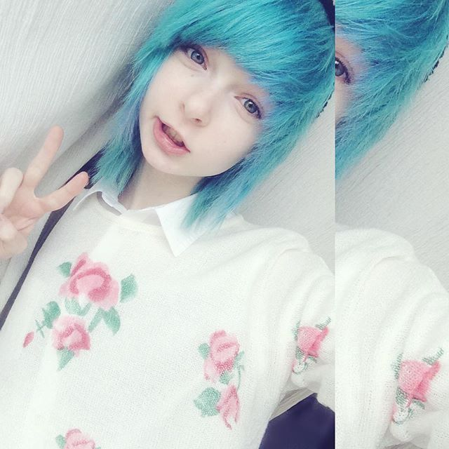 I haven't taken any good pics lately so have this boring selfie when I was a kawaii pastel boy ;^;