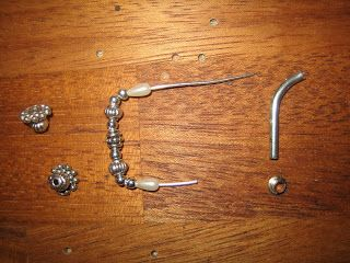 Tarvittavat osat: ohutta metallilankaa, koruosia, pisaranmallisia helmiä, hopeisia helmiä, henkarin metallia tms.   Parts needed: thin me...