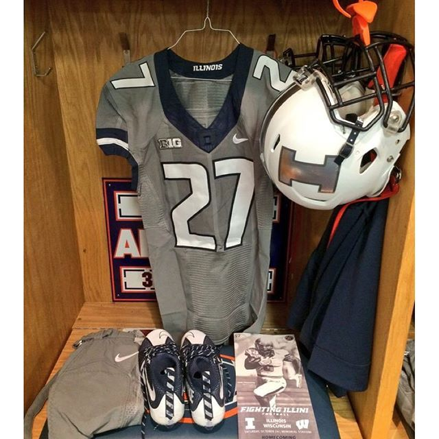 """The #GreyGhost unis for @illinifootball #uniswag"" Photo taken by @uniformswag on Instagram, pinned via the InstaPin iOS App! http://www.instapinapp.com (10/24/2015)"