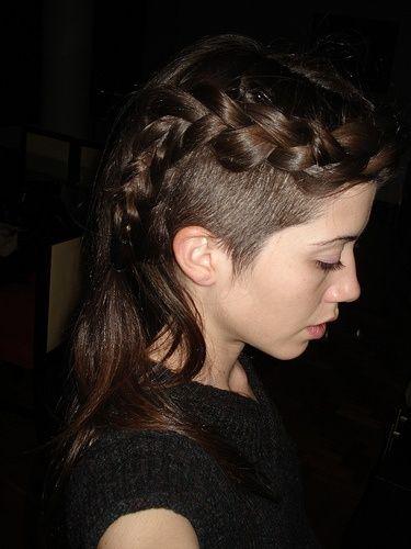 Braided Sidecut Undercut Alternative Hair Estilos De Cabello Rapado Cabello Rapado Mujer Peinados Rockeros
