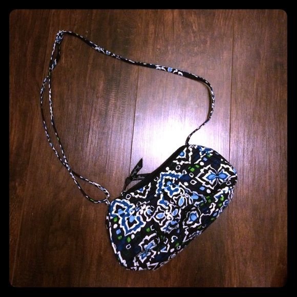 Vera Bradley purse New Vera Bradley purse, adjustable shoulder strap. Purchased, removed tags, and never used it. Vera Bradley Bags