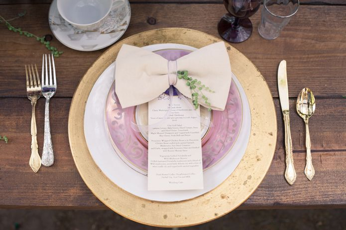 The Detaining On Lavender Dinner Plate Set Up Is Just Stunning
