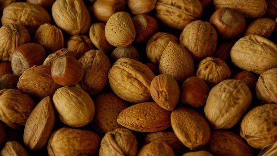 Un nuovo studio ha messo insieme i dati della letteratura relativi agli effetti benefici di noci e frutta secca: con il consumo diminuisce il rischio di