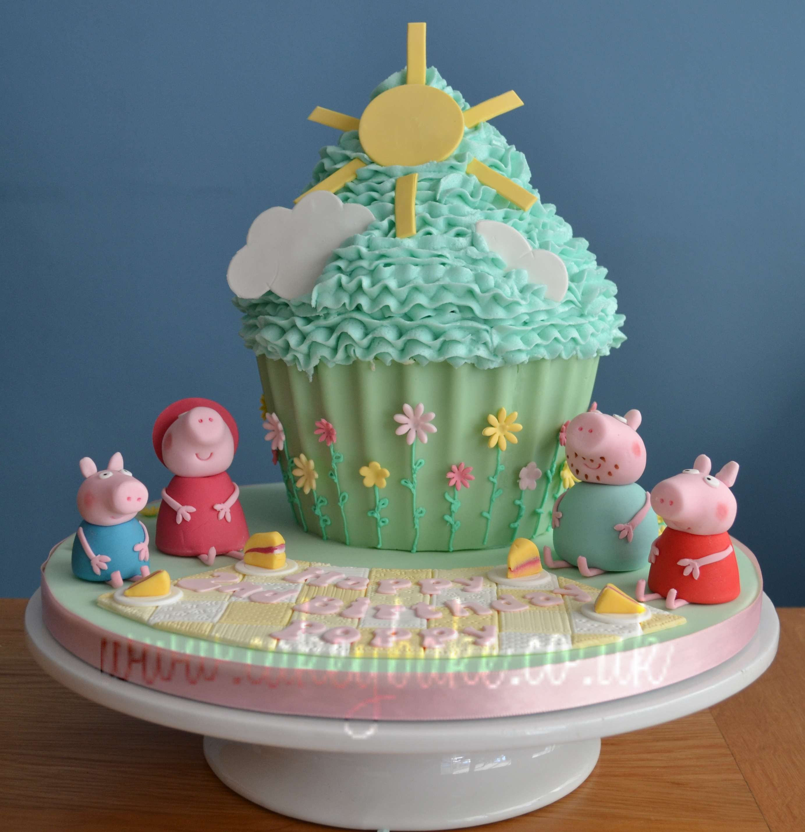 Peppa Pig Birthday Cake by Kirsty Low Shirley Spencer wwwcakeybake