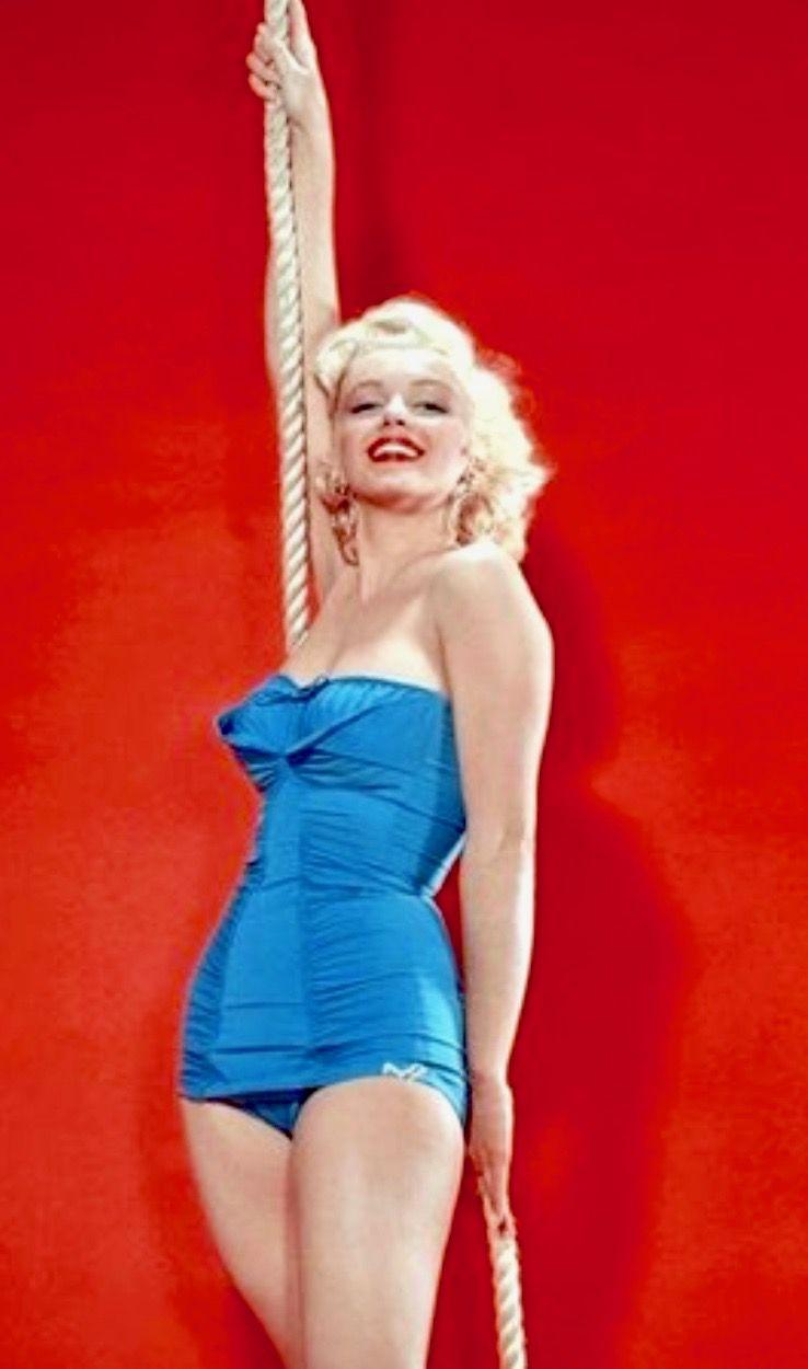 Sexy Marilyn Monroe naked (17 foto and video), Ass, Cleavage, Selfie, in bikini 2015