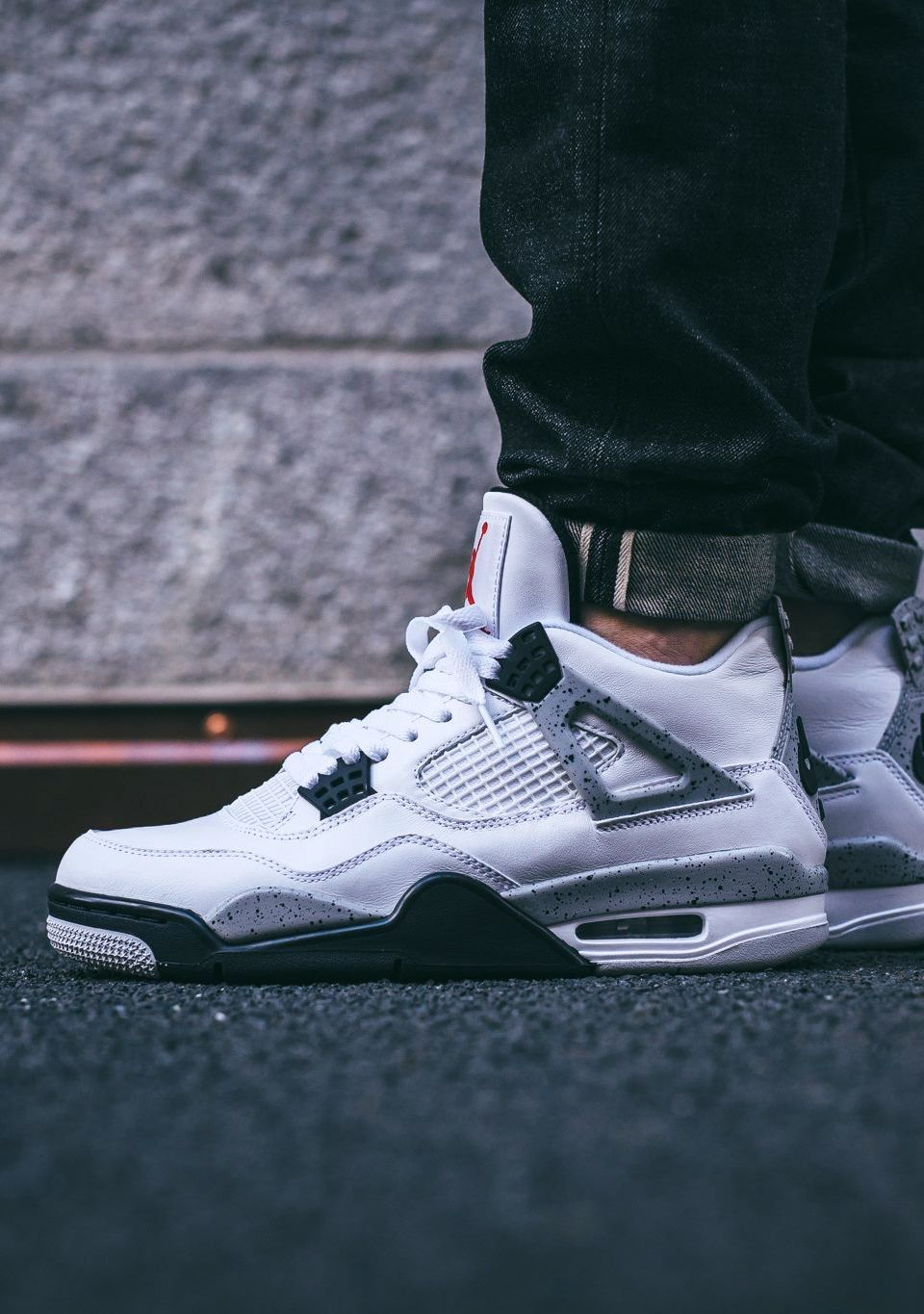 6af248c72a1e57 2019 的 Nike Air Jordan 4 Retro OG Cement (via Kicks-daily.com ...