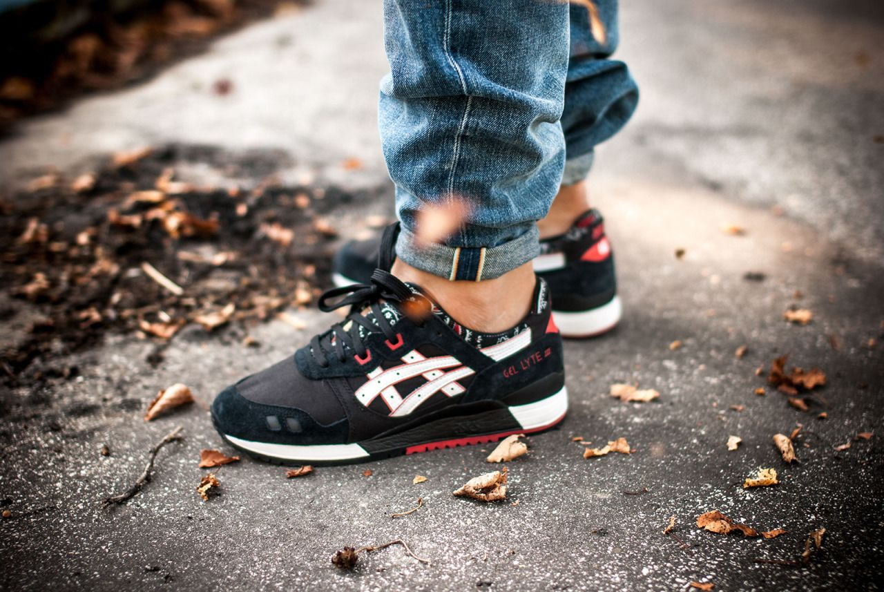 asics gel lyte iii black bandana on feet