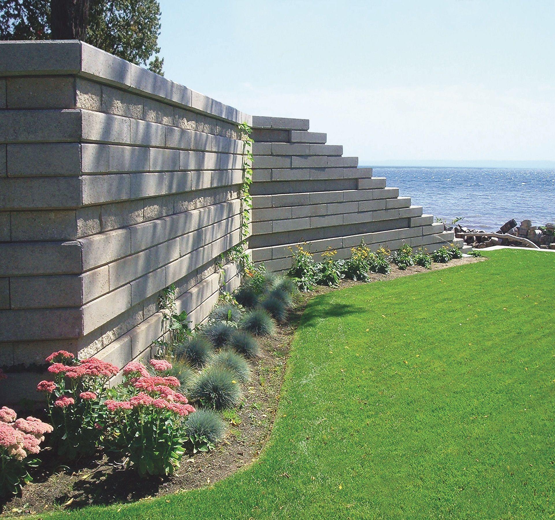 Private Residence Burlington Ontario Canada Grande Segmental Retaining Wall System Wall Systems Landscape Design Pool House