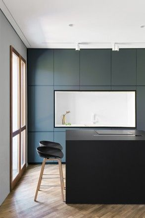 Sgabelli Per Bancone Cucina.Restyling In Grigio E Blu A Milano Foto Living Corriere