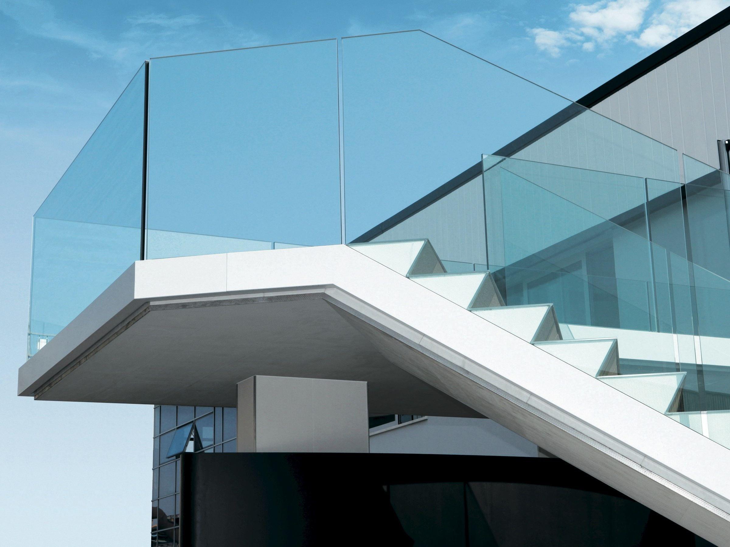Garde corps en aluminium et verre theatron by metra id es pour la maison pinterest for Comgarde corps en bois pour balcon