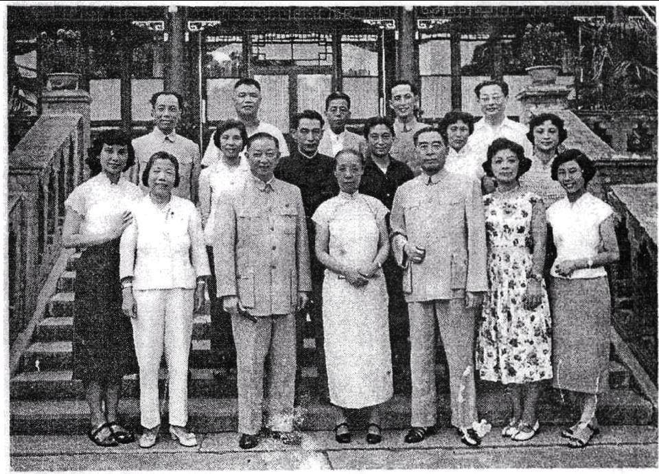 1959年匪首周恩來鄧穎超與「黨員」梅蘭芳等合影。