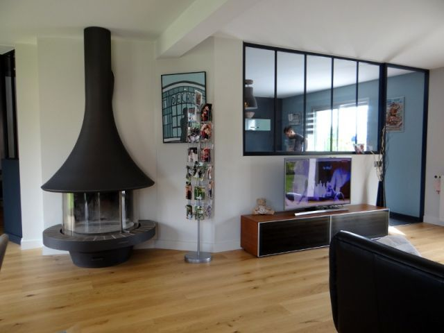 Aménagement intérieur : un salon vintage mi-bois, mi-acier   Poêle ...