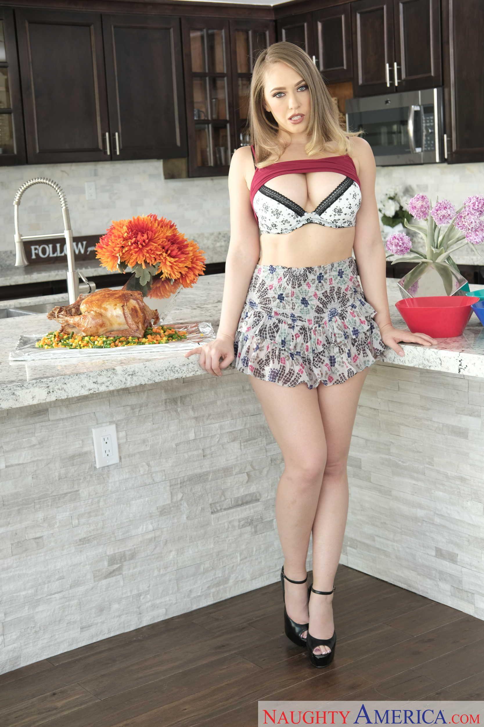 in bikini ICloud Kagney Linn Karter naked photo 2017