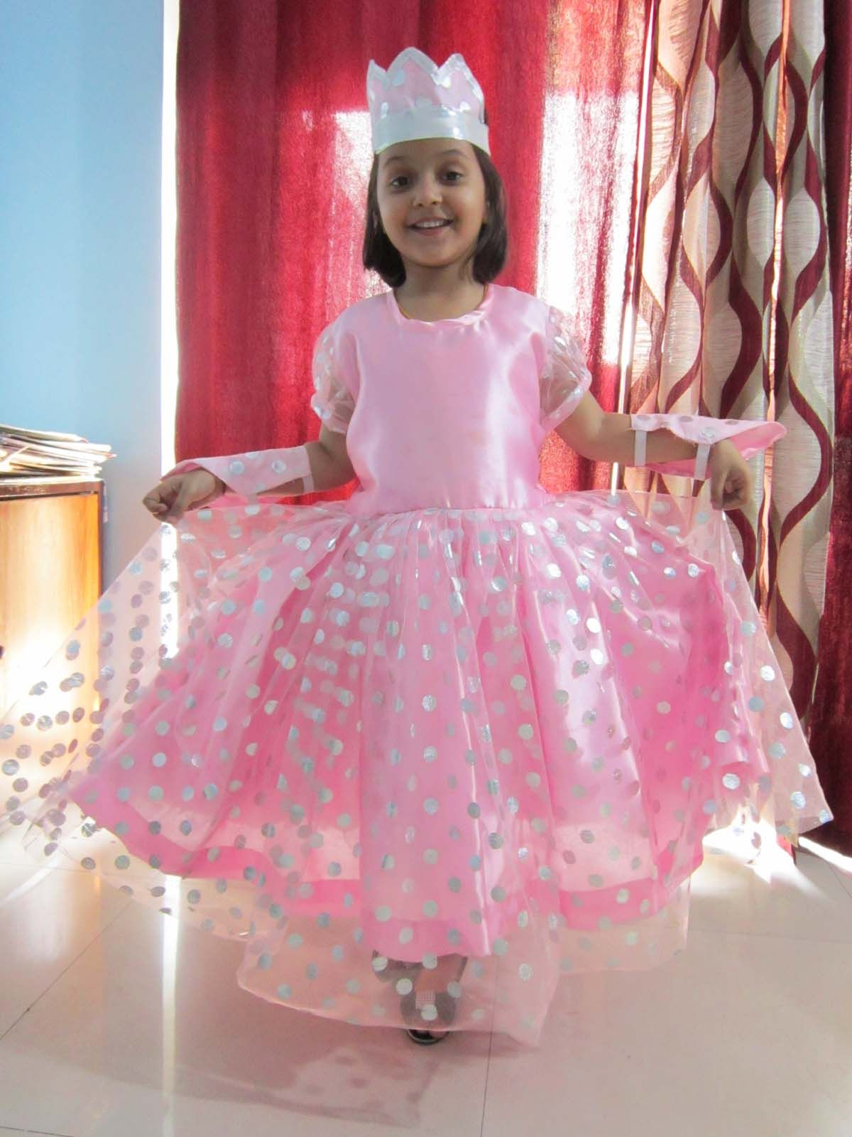 Princess Dress made of very soft and velvety satin tissue and net