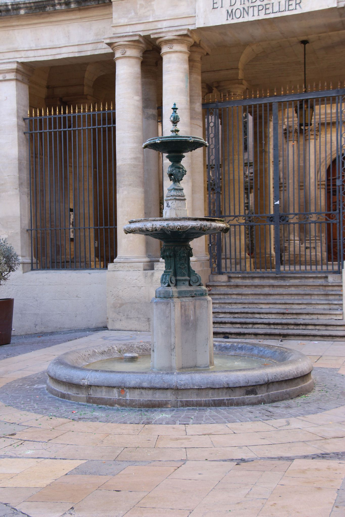 Le Vieux Montpellier Chambre De Commerce Outdoor Decor Decor Fountain