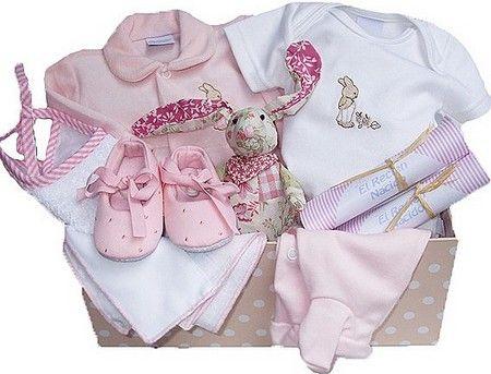 Un Bello Regalo Para Una Bebe Recién Nacida Buenregalo Ajuardeniña Baby Sewing Baby Onesies Baby On The Way