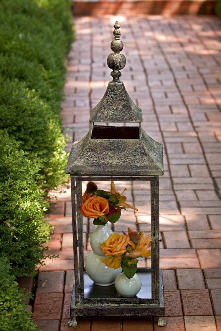in die laterne k nnen sie statt kerzen auch vasen mit blumen stellen herbst pinterest. Black Bedroom Furniture Sets. Home Design Ideas