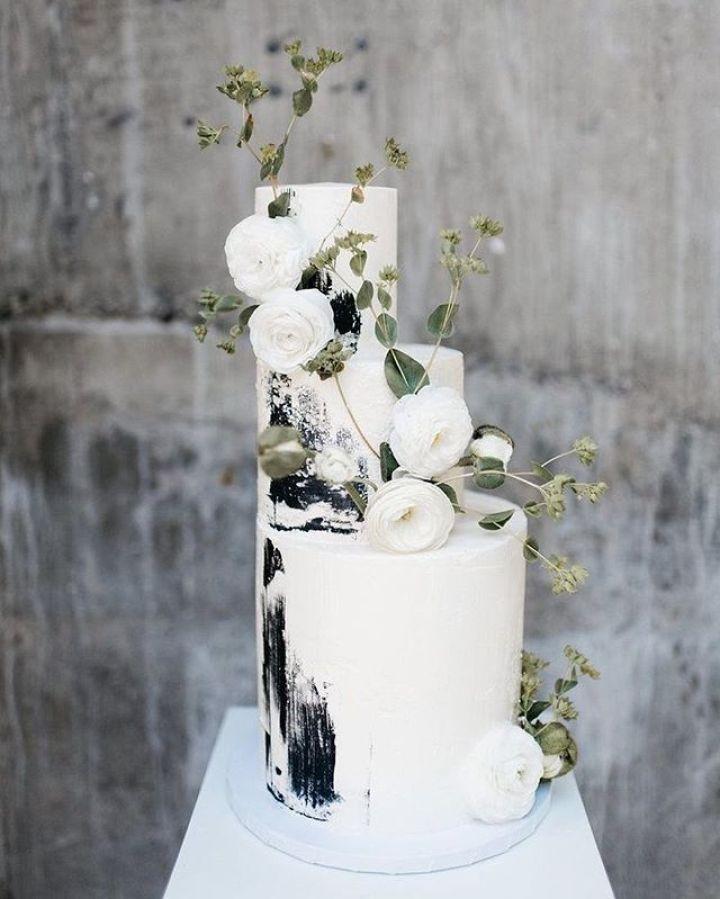 Chic White Wedding Theme: 45 Chic And Classy Wedding Cake Inspiration #weddingcake