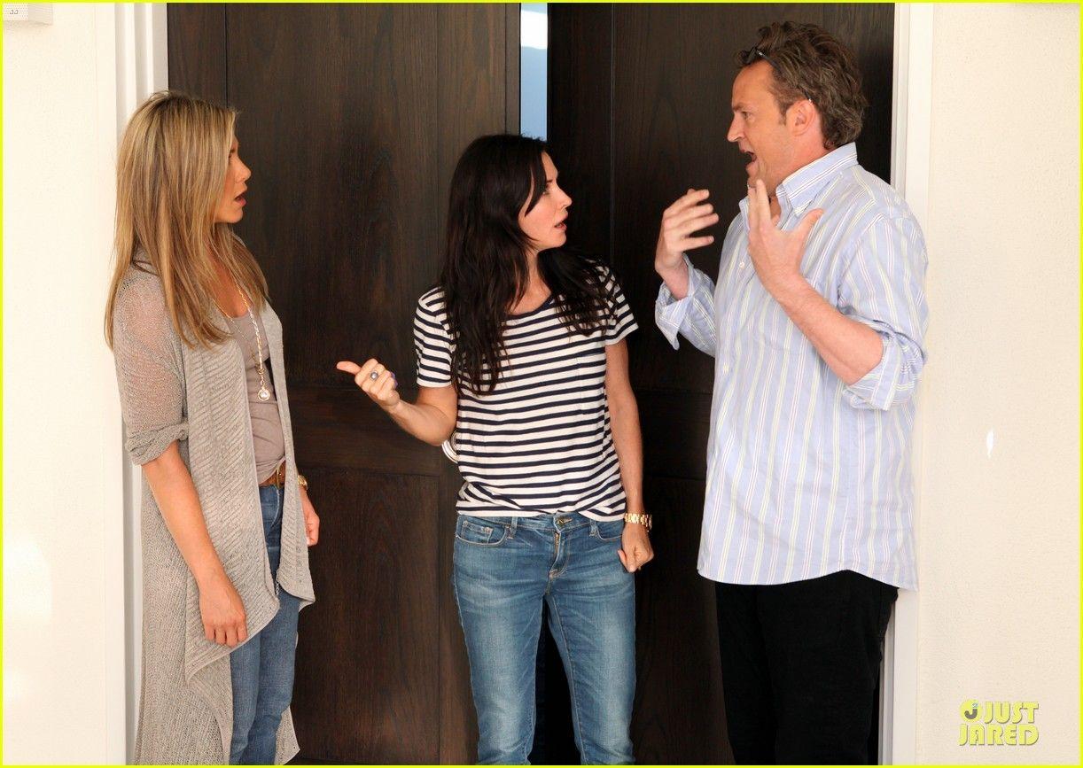 Jennifer Aniston: Friends Reunion on Ellen!   jennifer aniston friends reunion on ellen 02 - Photo