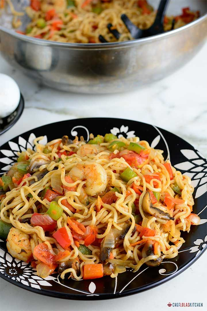 Instant Stir fry Noodles with Shrimps and vegetables