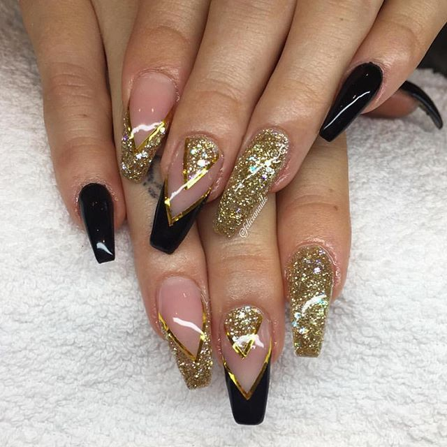Black And Gold Felicianaiils Gold Acrylic Nails Red And Gold Nails Gold Glitter Nails
