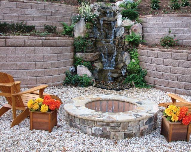wasserfall brunnen stein pflanzen feuerstelle holz sessel, Garten und Bauen