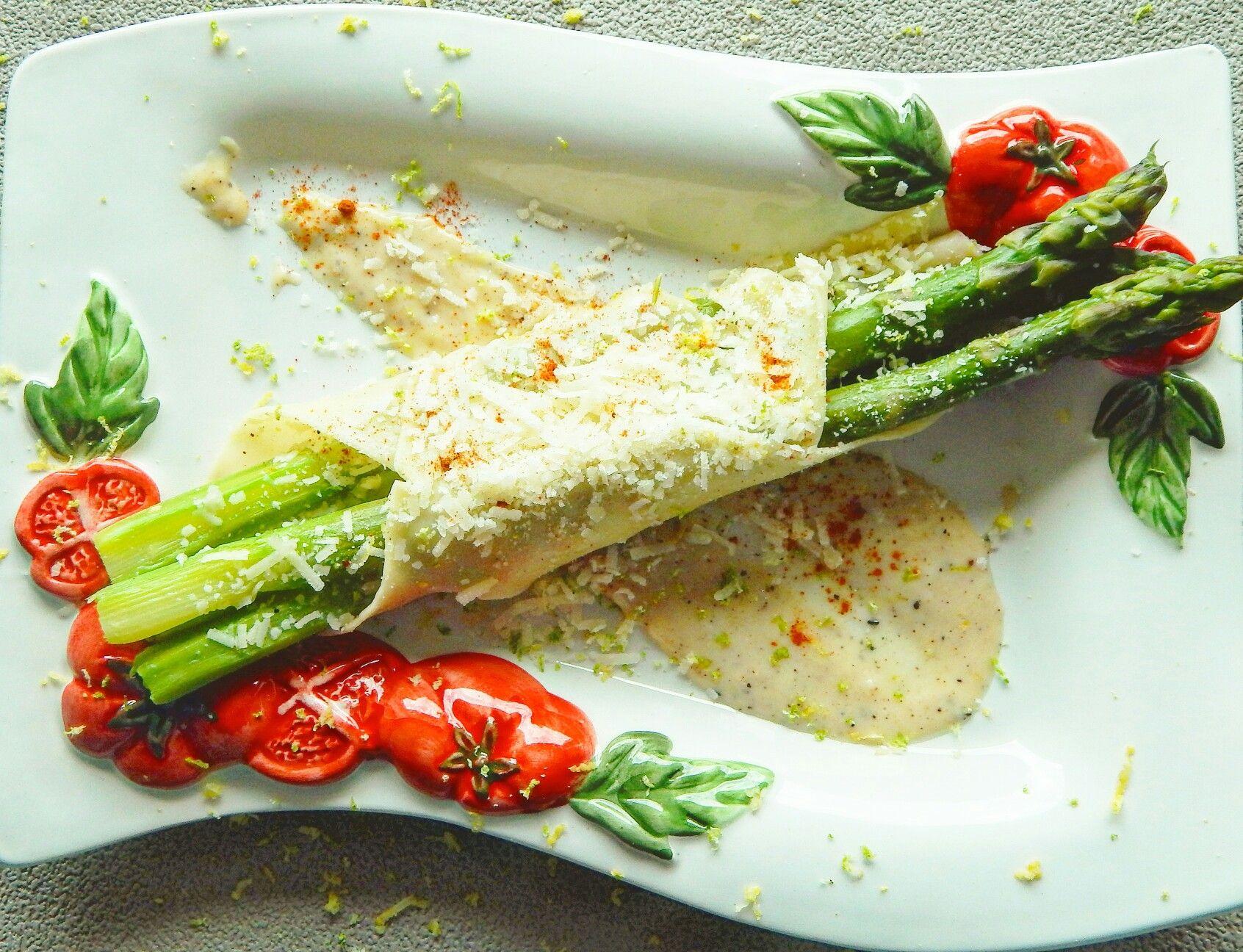 Grüner Spargel im Lasagneblatt mit würziger Bechamelsoße