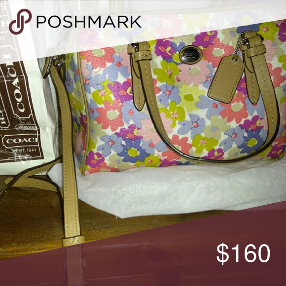 Coach hand and strapped bag Beautiful bag, with nice flowers colors. Used once, original coach,from coach store coach Bags