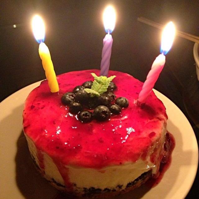 友達の誕生日ケーキ❤ 生クリーム→牛乳でカロリーオフ\(^o^)/ - 14件のもぐもぐ - レアチーズケーキ(・∀・) by tessym3