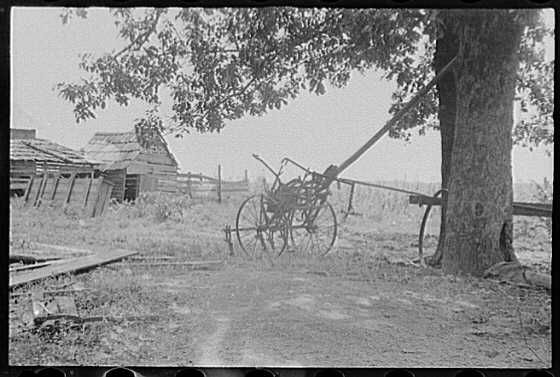 A sharecropper's yard, Hale County, Alabama, Summer 1936. Photographer: Walker Evans