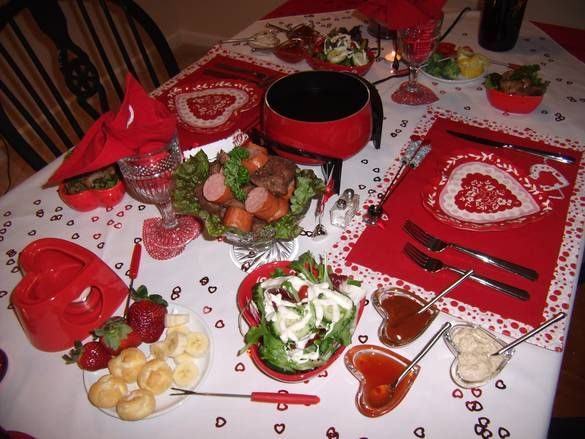 Valentine romantic dinner valentines day dinner table for Romantic dinner decoration ideas