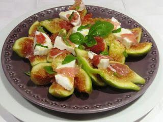 Salada de figos, queijo e presunto