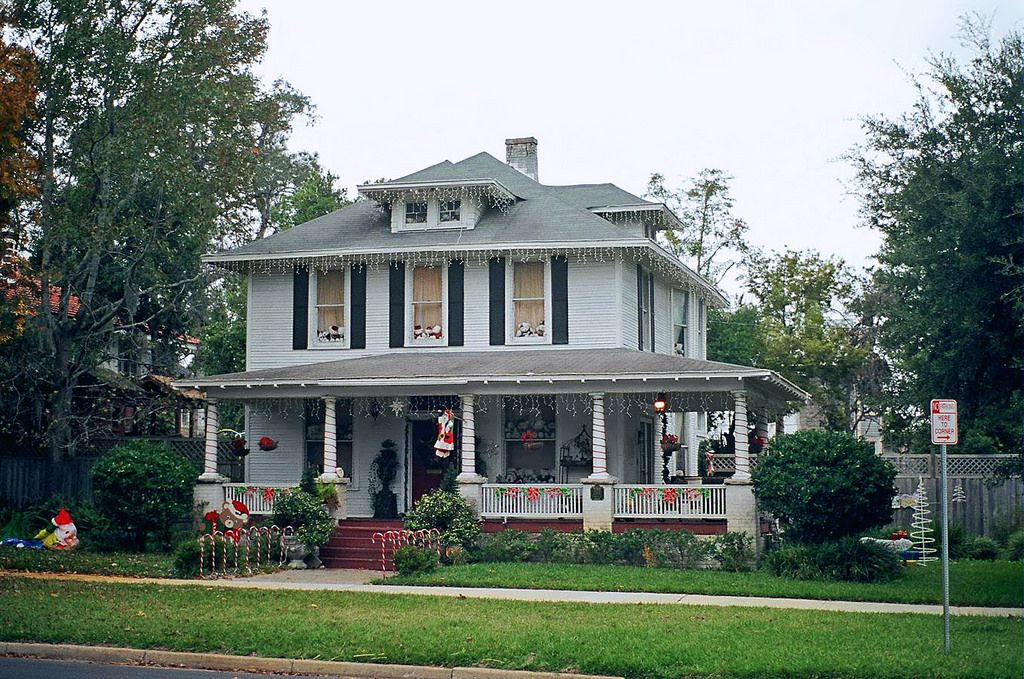 38 American Foursquare Home Photos Plus Architectural Details Four Square Homes Beach Cottage Decor Country Style Homes