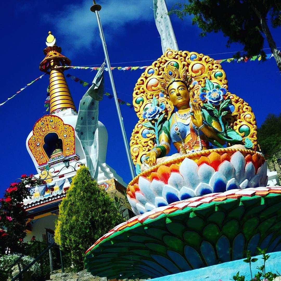 Resultado de imagen de templo budista huesca