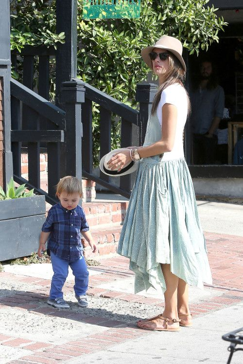 Alessandra Ambrosio & Family: Sunny Day In Venice ...