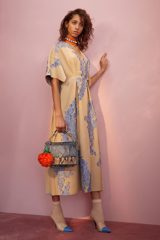 Fendi Resort 2018 Fashion Show | Alta moda, Vestidos fiestas y Ponerse