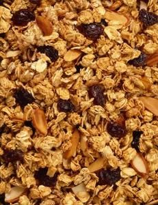 Cómo hacer una crujiente granola con sabor a fruta