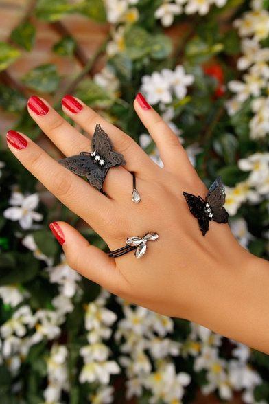 Shop now for all your quality, nice looking jewelry needs. We have everything for you and for your beauty.