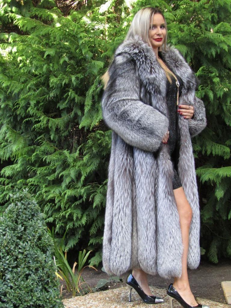 New Luxury Saga Silver Fox Fur Swing Coat Jacket Large Hood Full Length Fuchs Ebay Fur Coats Women Fox Fur Swing Coats [ 1024 x 768 Pixel ]