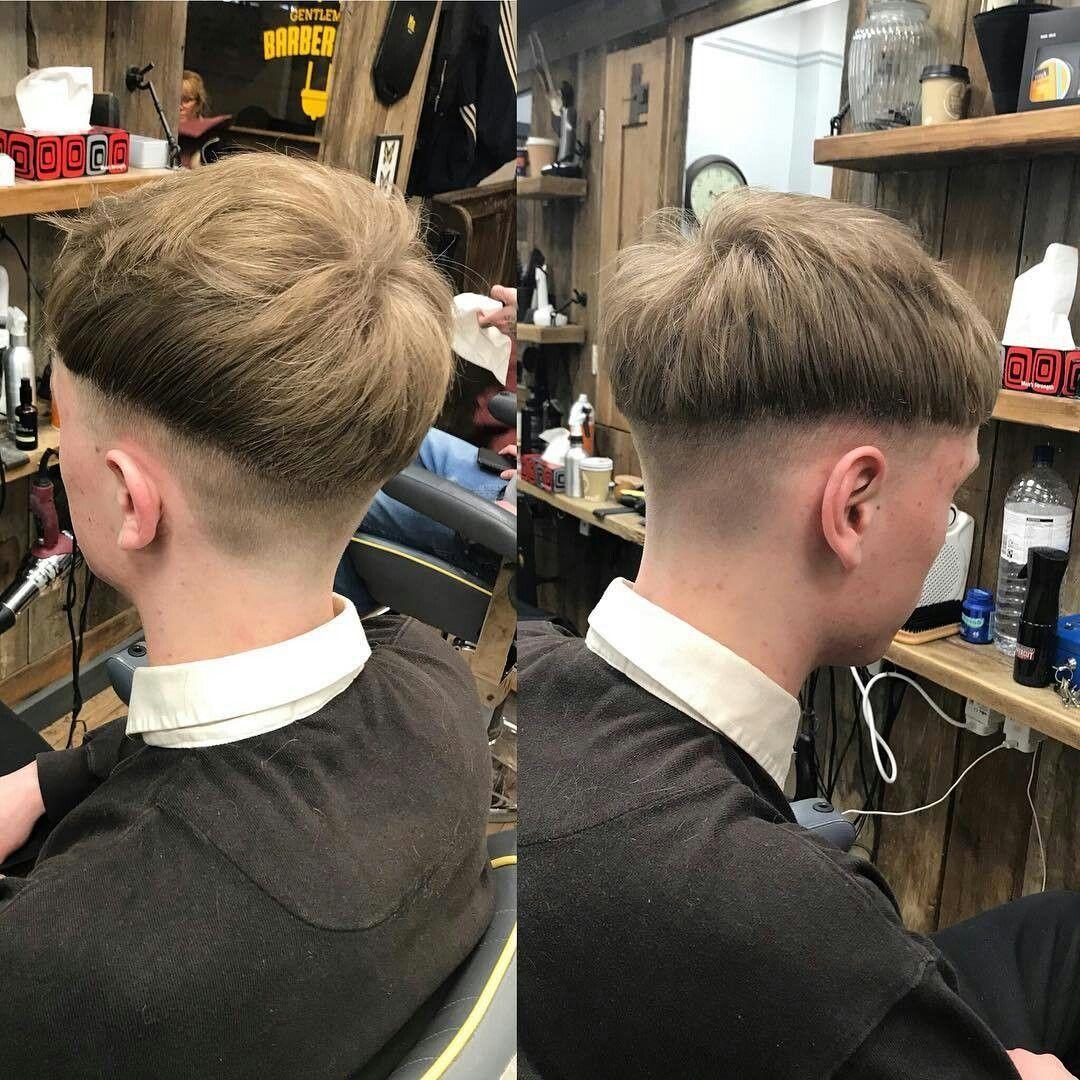 Taglio capelli uomo ciuffo rasato ai lati