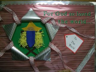 Sweeter Gets the Journey: Bulletin Boards.  John 3:16 Baby Jesus gift bulletin board.