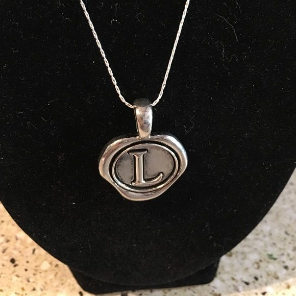 L necklace Like new Jewelry Necklaces