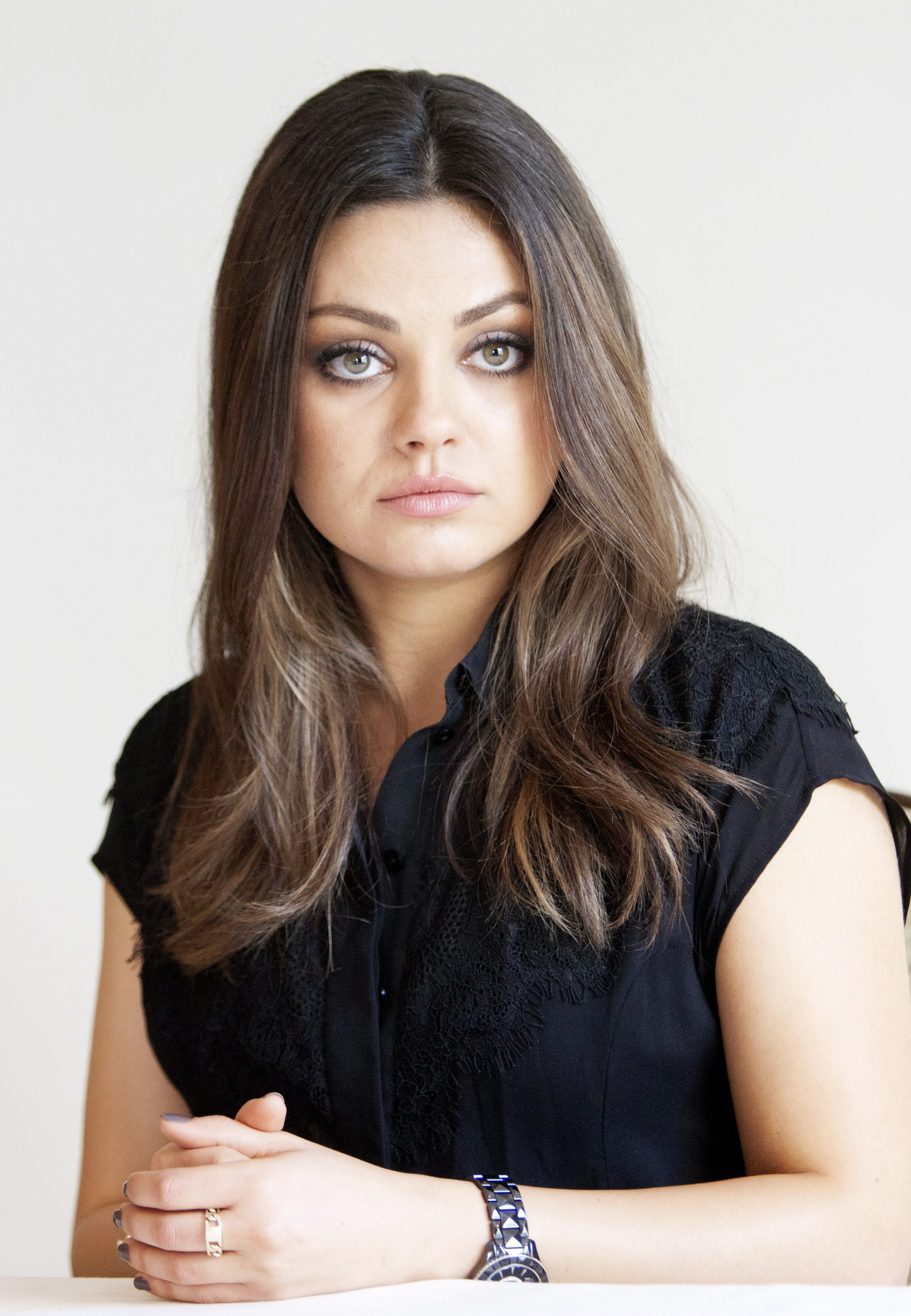 55 shocking images of celebrities before and after photoshop lady - Mila Doesn T Need The Retouching Here S Proof Photoshop Mila Kunis Body Celebrity Gossipgirl