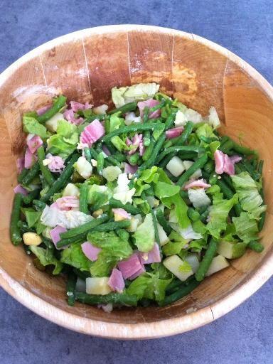 haricot vert, oeuf, pomme de terre, salade, huile d'olive, cornichons, jambon, comté