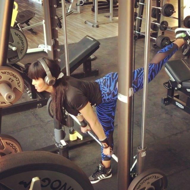 تمارين لشد ترهلات الفخذ الخلفي و للعضله النائمه يبرزونها بوزن الجسم و بالكيتل بل الكره الحديديه جدا Abeer Alshatti Legs Workout Lower Body Workout