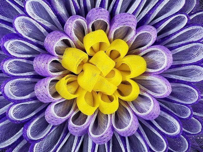 How to Make a Deco Mesh Daisy Petal Flower Wreath Tutorial DIY