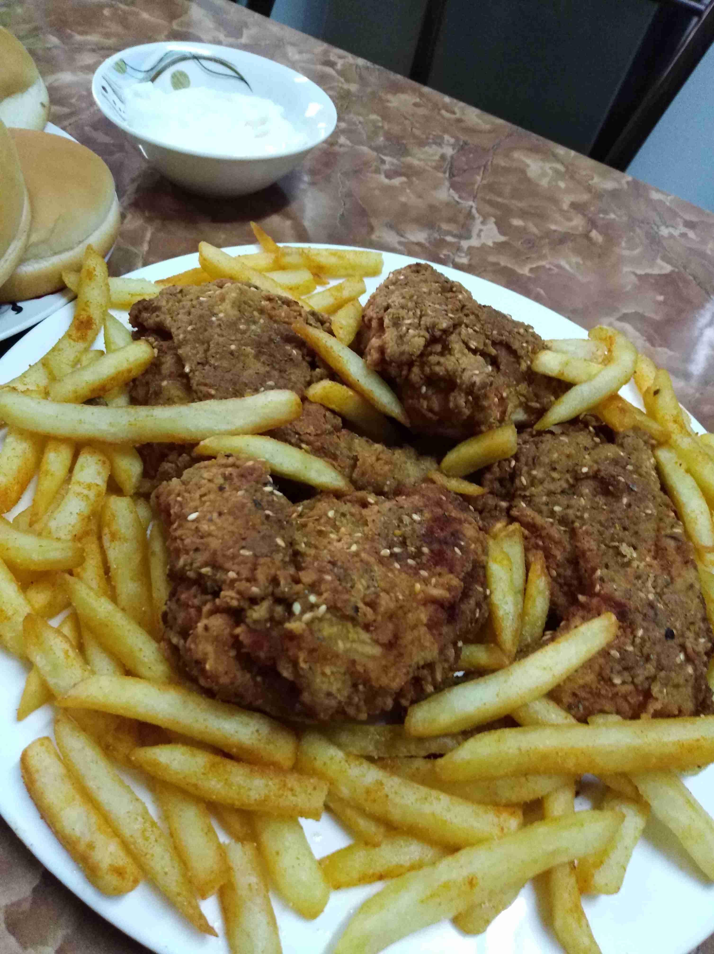 طريقة دجاج بروستد الز من الجاهز عطريقه تسوووم أطباق رئيسية عزيزتي المتابعة بصمت لتصلك مزيد من الوصفات ضعي لايك وات Middle Eastern Recipes Chicken Recipes Food