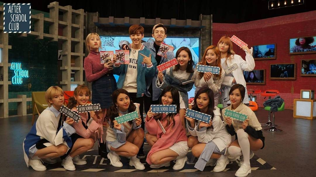 @arirang_asc with ttiplets and TWICE! ____ #parkjimin #Jimin #JiminPark #JamiePark #Jamie #15and #fifteenand #JYP #Yerin @jiminxjamie #babyjs #Twice #nayeon #sana #dahyun #momo #mina #chaeyoung #tzuyu #jihyo #jeongyeon