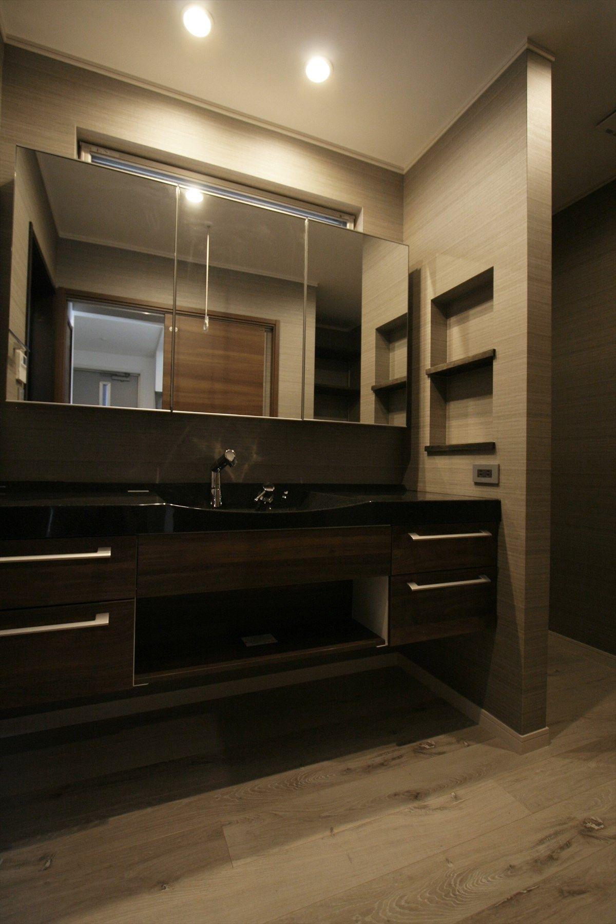 造作洗面台 洗面室 シンプル モダン 三面鏡 注文住宅 インテリア